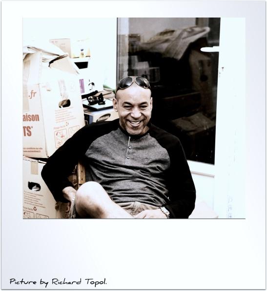 La franca sonrisa del poeta Tony Cantero Suárez by Richard Topol