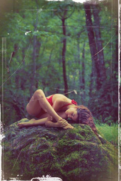 En las entrañas del bosque Manouchka by Emmanuel Peignelin for Tony Cantero Suárez