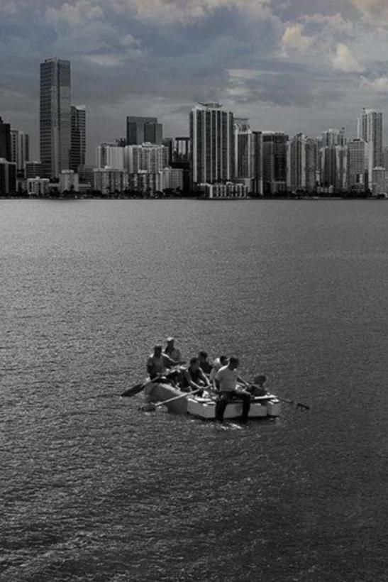 Balseros cubanos navegando hacia la libertad