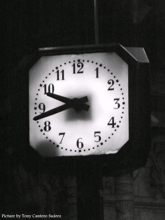 La hora precisa by Tony Cantero Suárez
