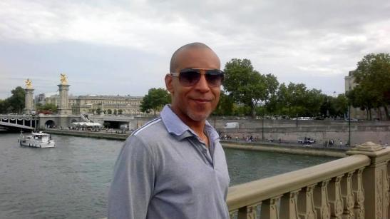 Tony Cantero Suárez en puente de Paris