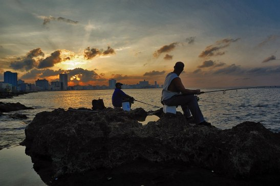 Hombres pescando en el Malecón de la Habana by Ariel Arias for Tony Cantero Suárez