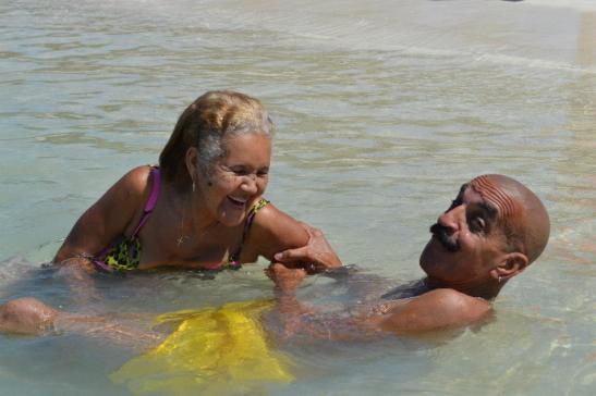 Papá & Mamá en la playa.