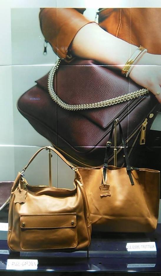 mujer con cartera