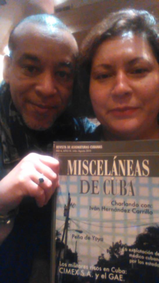 Tony Cantero con  Mileydi Fougstedt mostrando revista Misceláneas de Cuba en Paris  abril 2015