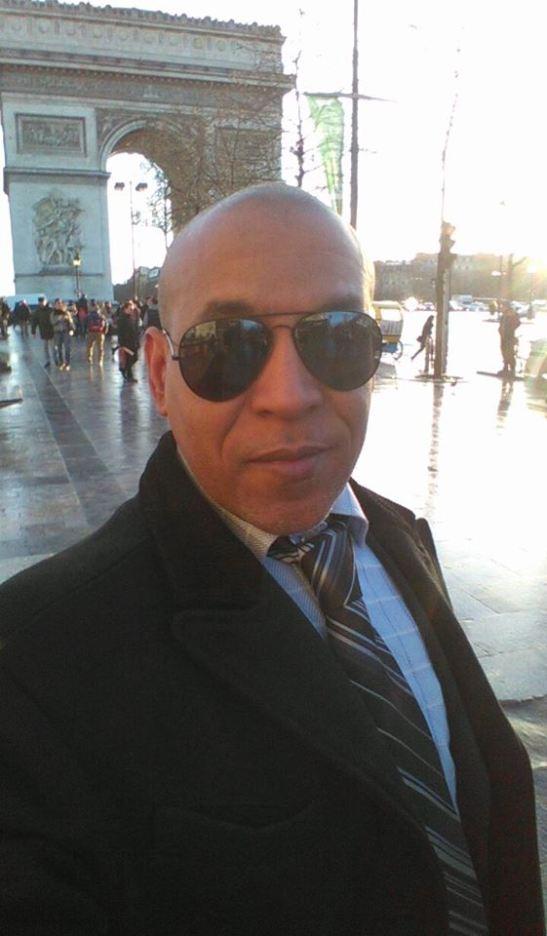 Tony Cantero Suarez en el Arco de Triunfo de Paris