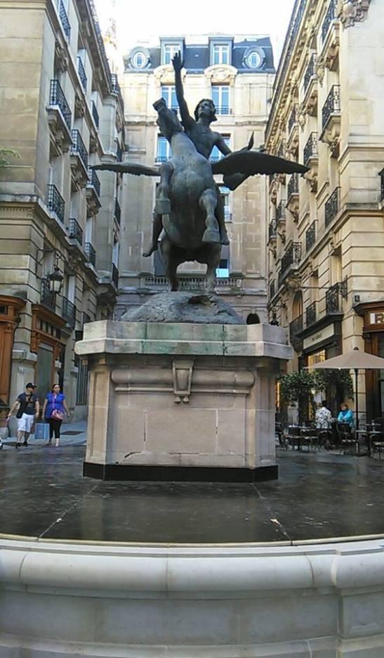 Fuente en Paris Tony Cantero Suárez