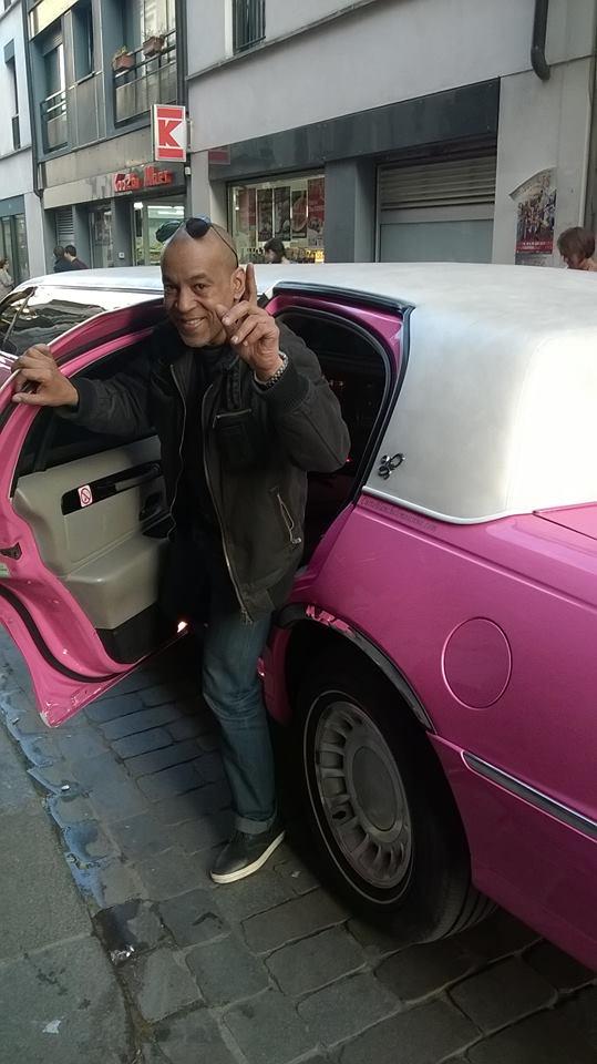 Tony Cantero Suárez saliendo de la limusina rue de lape a paris
