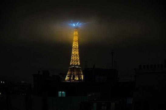 Eiffel la estrella by Ariel Arias