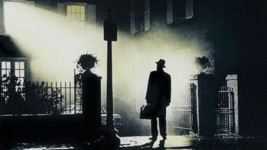 hombre que llega de noche