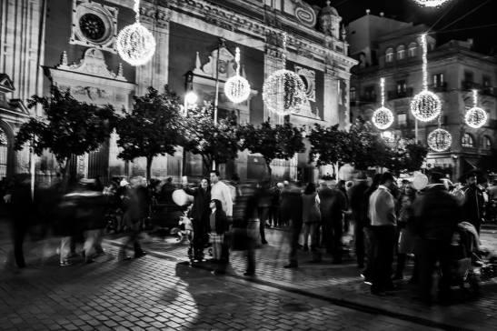 La noche se mueve y selfie by Ariel Arias