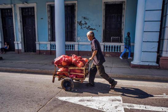 el vendedor de Calabazas — in Cuba. by Ariel Arias