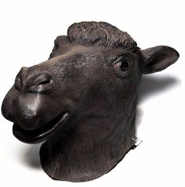 mascara de camello negro