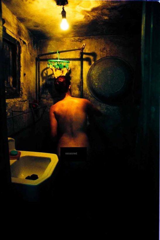 desnudo-en-el-bano-cross-process-la-habana-2005-fuji-velvia-50-asa-by-ariel-arias