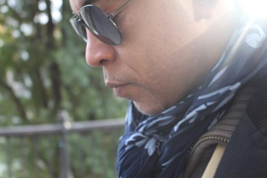 El poeta Tony Cantero Suarez pensando